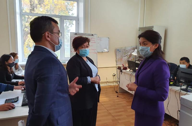 Ажар Ғиният Қарағанды облысындағы емдеу мекемелерінің індеттің екінші толқынына дайындығын тексерді
