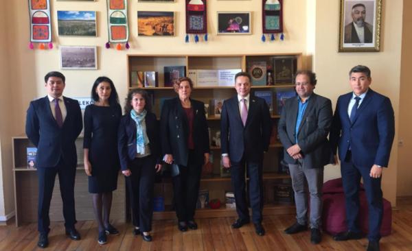 立陶宛开设以阿拜命名的图书阅览室