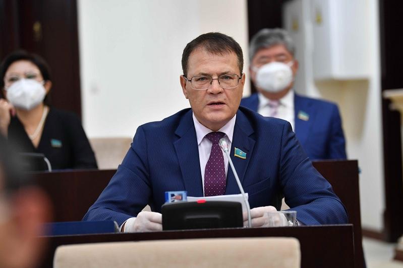 Senator Lýkın: Elimizdiń sóreleri sapasyz ónimderge tolyp tur