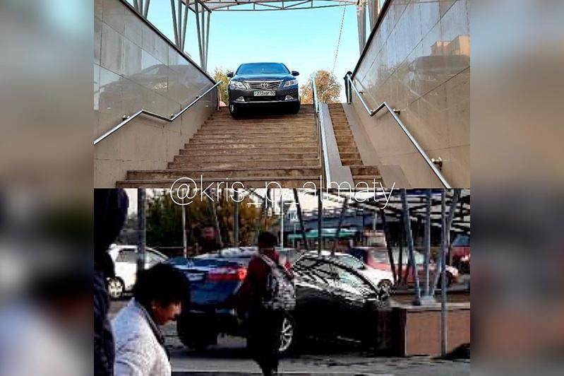 Автомобиль заехал в подземный переход в Алматы