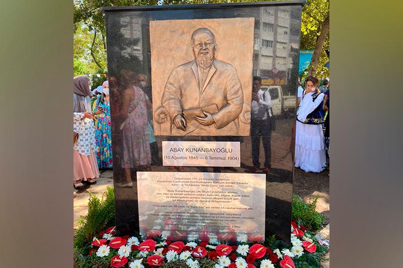 Парк в честь Абая открыли в Анталье