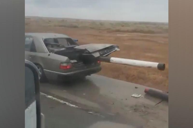 Ақмола облысында жеңіл көлік жолдың қоршауына соғылды