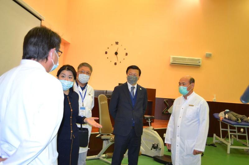 Алексей Цой посетил Национальный центр нейрохирургии