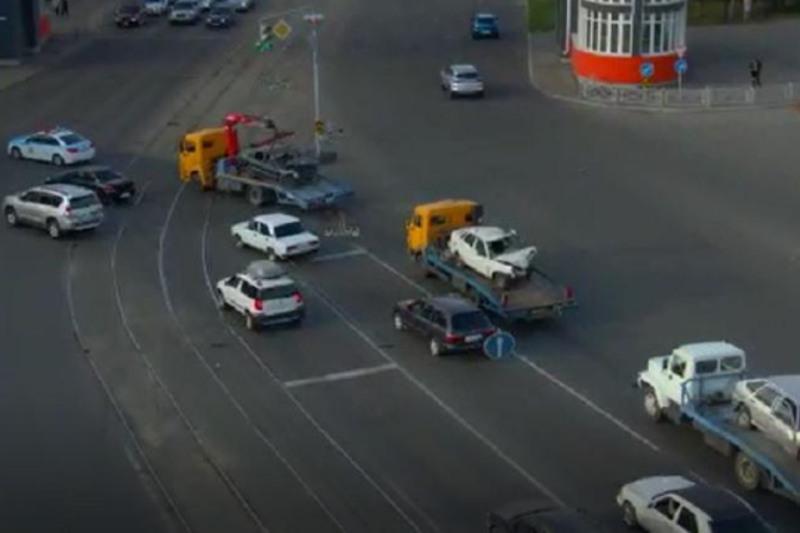 Кортеж из разбитых автомобилей проехал по улицам Усть-Каменогорска