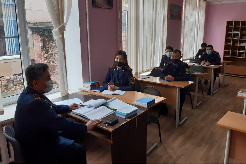 О работе в регионах рассказал курсантам замначальника полиции СКО