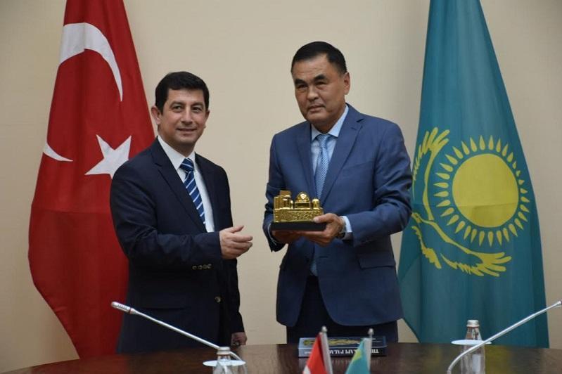 土耳其大使高度评价突厥斯坦发展潜力