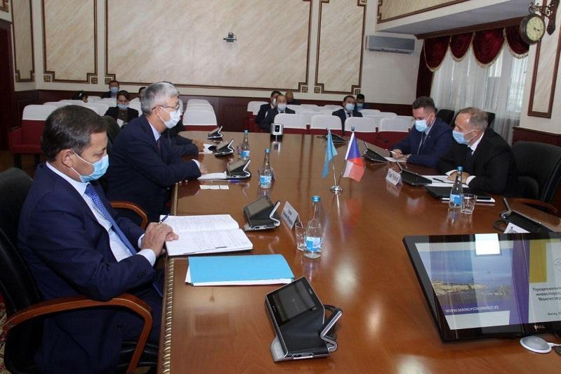 捷克驻哈大使访问曼格斯套州