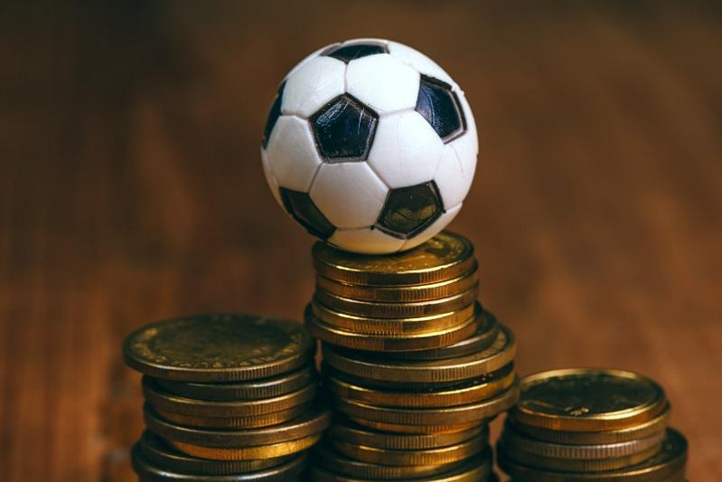 Раскрутить деньги на спортивных ставках обещал мошенник жителям столицы