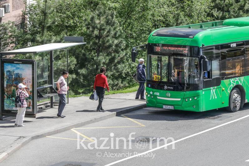 Almatyda demalys kúnderi qoǵamdyq kólik qatynaıdy