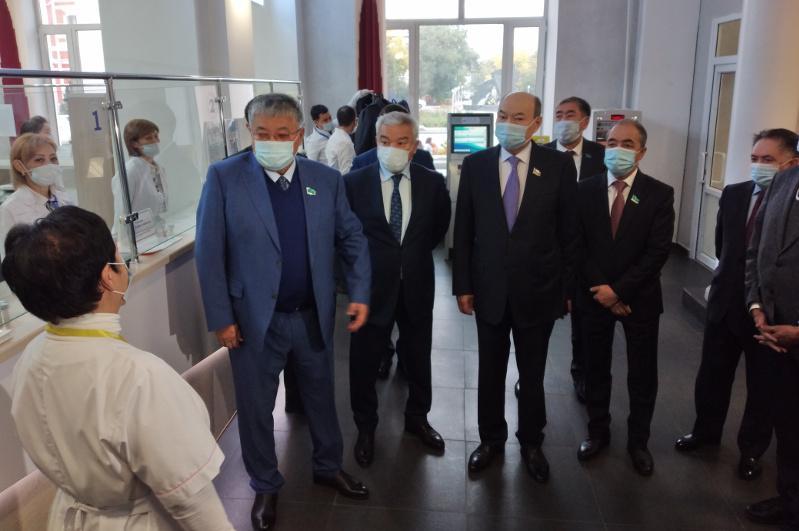 Депутаты Сената РК посетили социальные объекты Семея