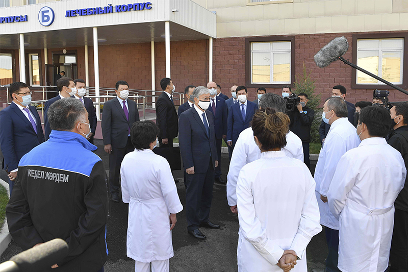 Глава государства посетил новый филиал клинической инфекционной больницы имени И. Жекеновой в Алматы
