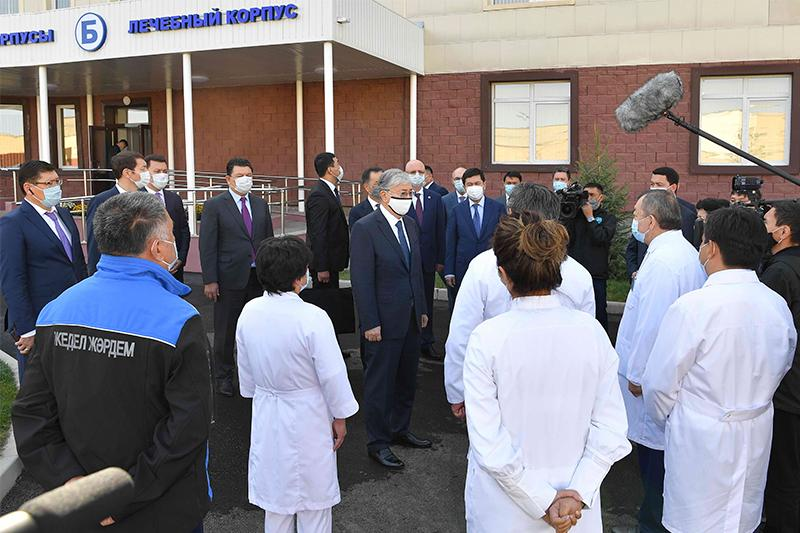 President Tokayev visits new branch of clinical infectious diseases hospital in Almaty