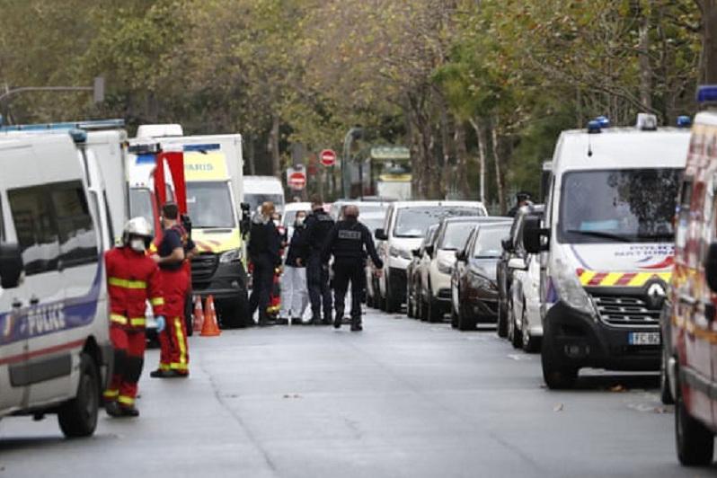 Мужчина с ножом напал на людей в Париже, четверо пострадали