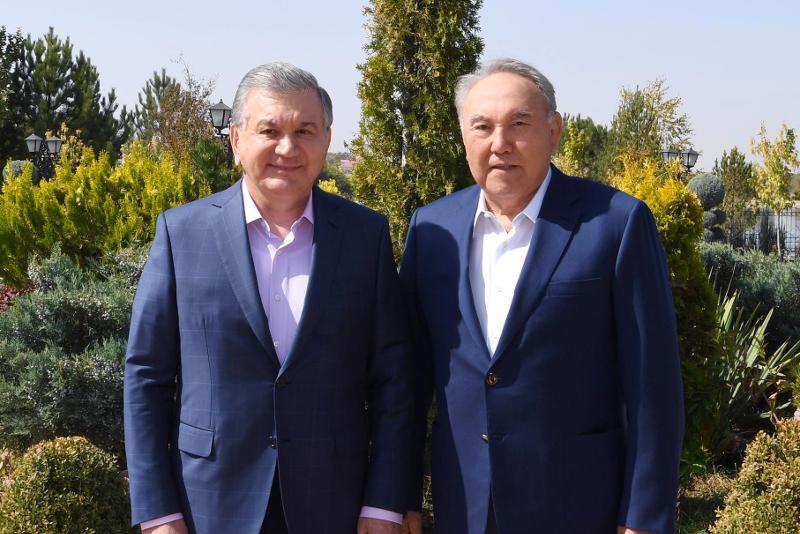 纳扎尔巴耶夫与乌兹别克斯坦总统举行会晤