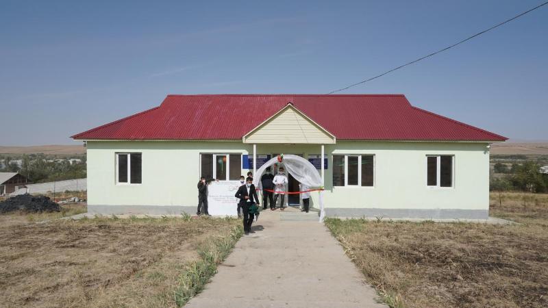 Түркістан облысында қайырымды жандар ауылға емхана мен мешіт салып берді