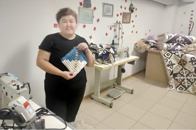 На средства госгранта актюбинка открыла свой бизнес по пошиву корпе