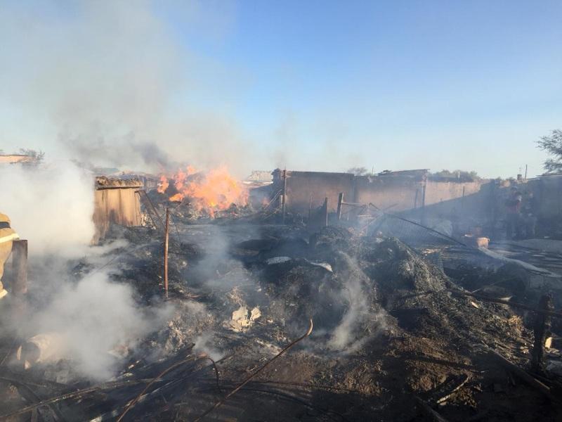 Сараи в шести дворах сгорели в селе Кызылординской области