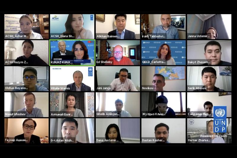 抗击新冠病毒:20多个国家代表讨论战略沟通问题