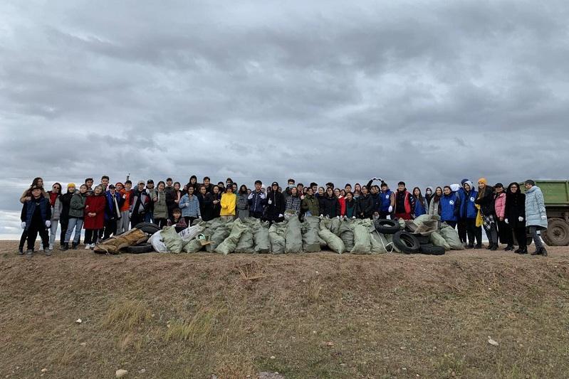 Более 100 мешков мусора собрали волонтеры в Коргалжинском районе