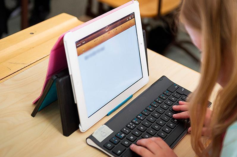 Алматыда оқушыларға таратылған 1 мыңнан астам планшет жарамсыз болып шықты