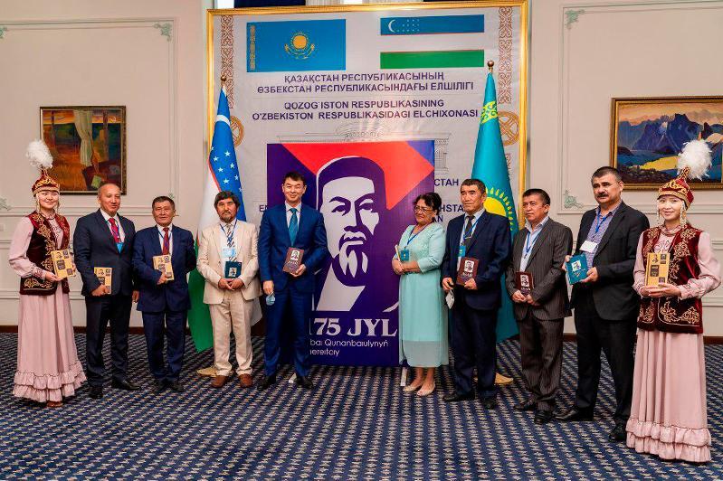 Книгу Абая на узбекском языке презентовали в Ташкенте