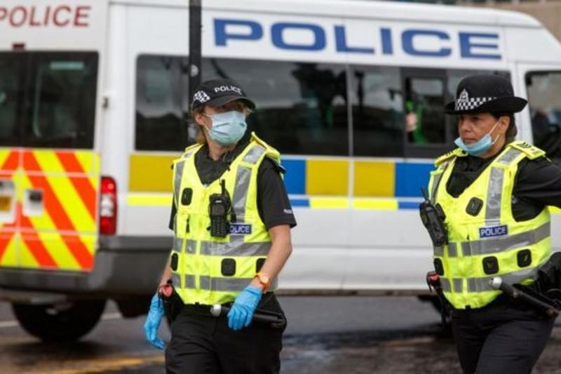 Сотни вечеринок разогнали в Шотландии из-за нарушения карантина