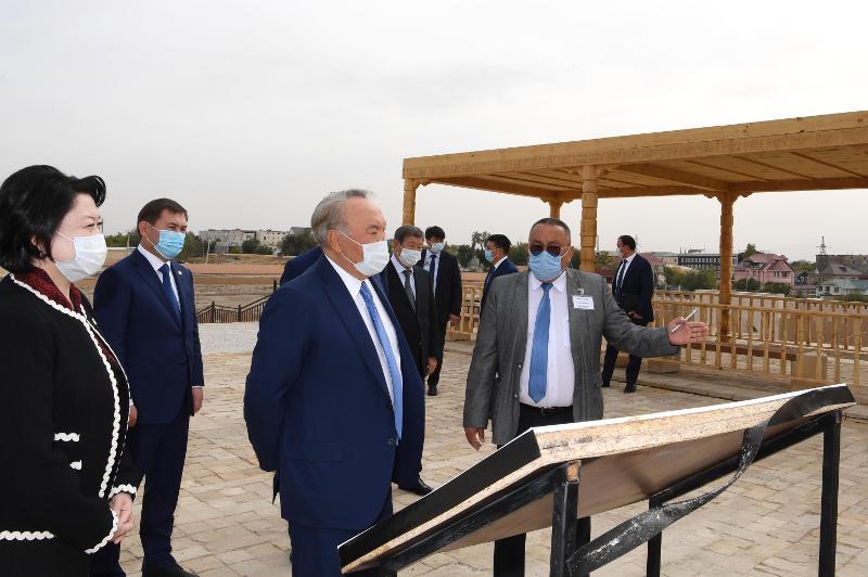 Нурсултан Назарбаев посетил археологический объект «Старое городище Шымкент»
