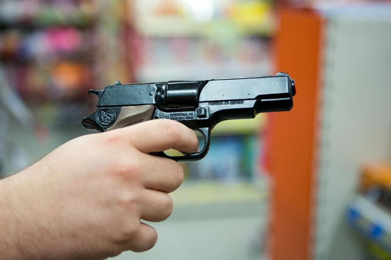 Мужчина с игрушечным пистолетом ограбил цветочный магазин в Усть-Каменогорске