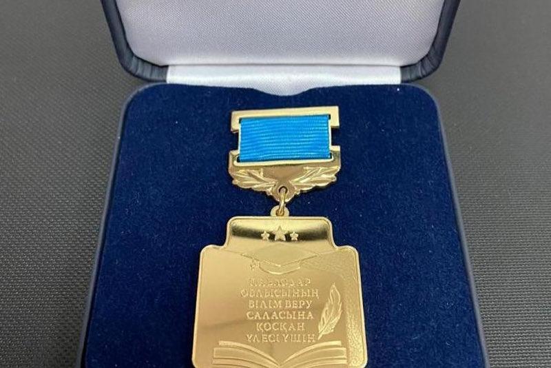 Премию и нагрудный знак для поощрения педагогов учредили в Павлодарской области
