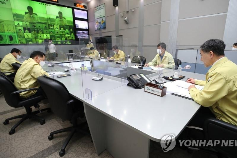 New virus cases bounce back in S. Korea, raising woes over spread during holiday