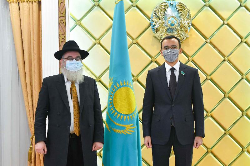 Маулен Ашимбаев встретился с Главным раввином Казахстана