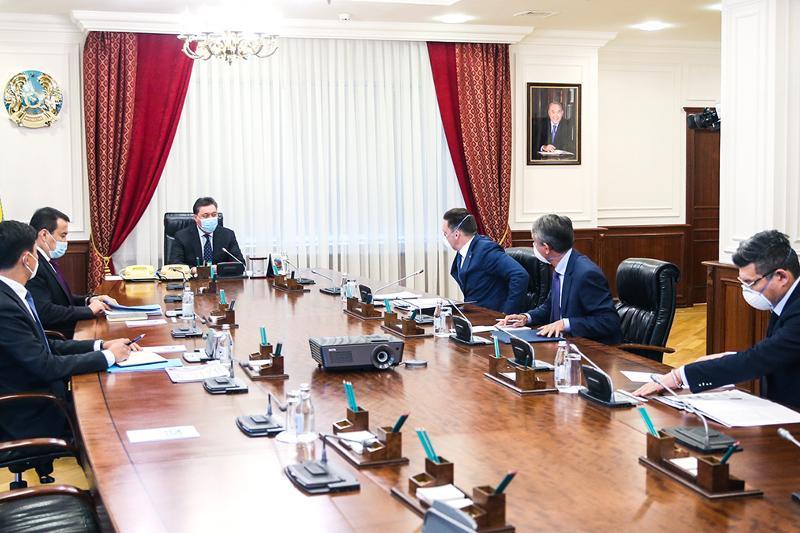 政府总理会见欧亚开发银行董事会主席