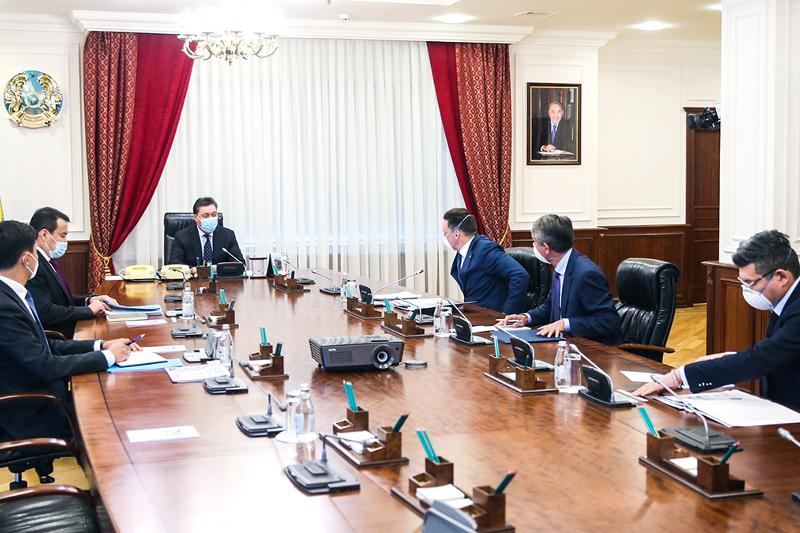 Kazakh PM, EDB CEO debate investment projects realization in Kazakhstan