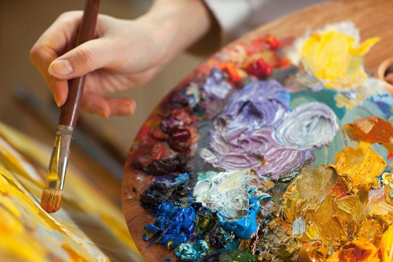 Портреты пенсионеров нарисовали молодые художники в ВКО