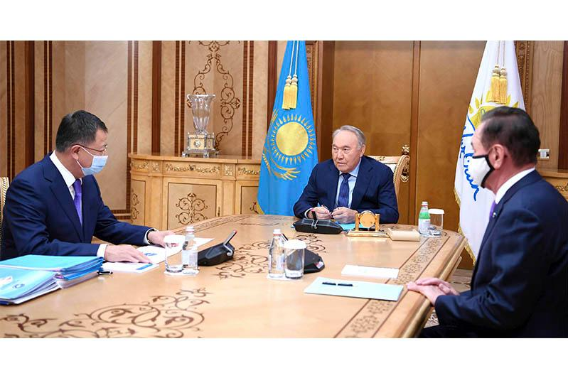 首任总统接见民族和睦大会副主席图伊梅巴耶夫