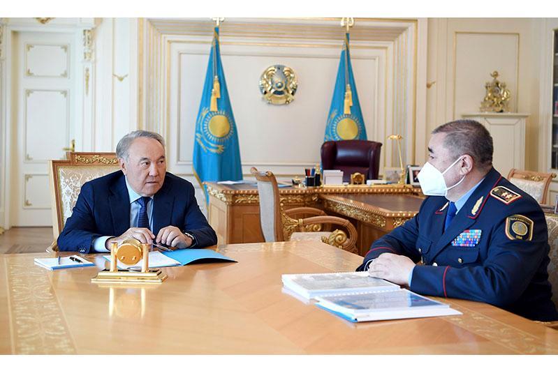 纳扎尔巴耶夫接见内务部部长图尔古姆巴耶夫