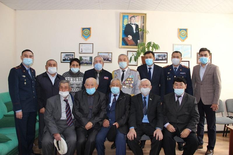 Актюбинские полицейские поздравили ветеранов с Днем пожилых людей