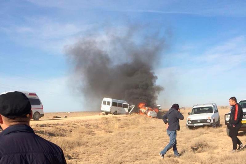 Легковое авто столкнулось со «спринтером» в Карагандинской области, один пассажир погиб