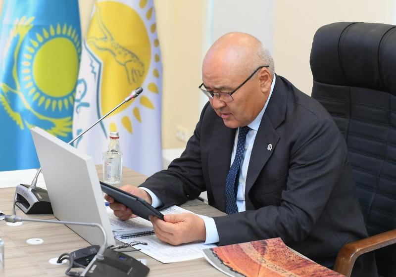 Праймериз: Умирзак Шукеев проголосовал онлайн