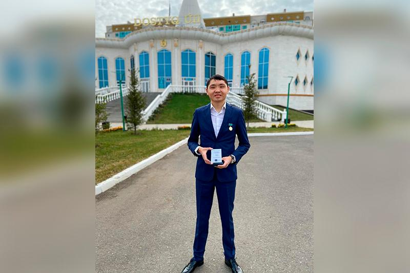 Шеф-редакторы двух редакций МИА «Казинформ» награждены медалью «Халық алғысы»