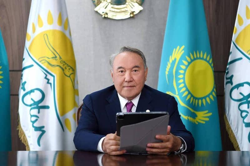 Nursultan Nazarbayev votes in Nur Otan primaries