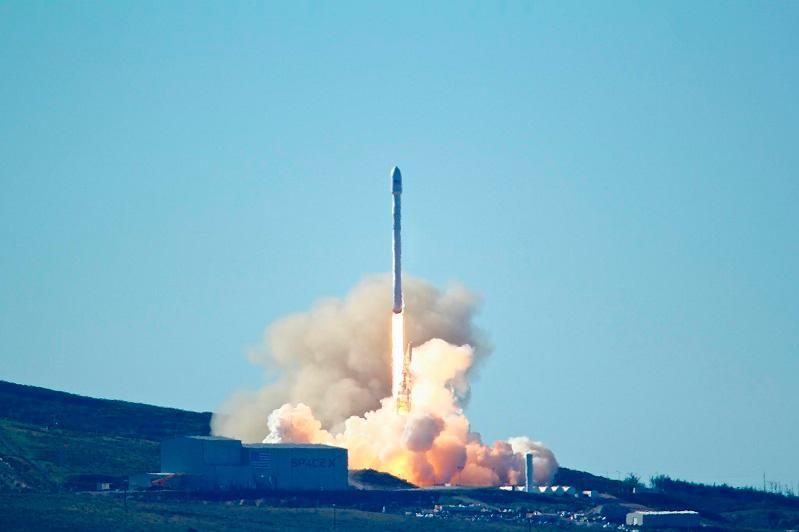 SpaceX навигациялық жерсерігін ұшыруды 2 секунд қалғанда кейінге қалдырды