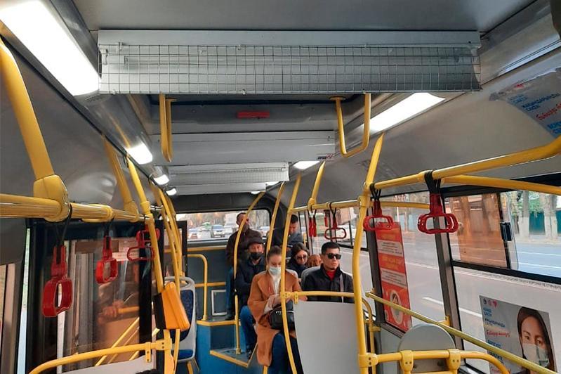 Бактерицидные лампы тестируют в автобусах Алматы