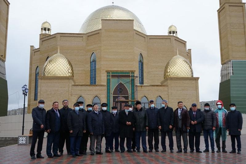 突厥斯坦州修缮塞梅市新清真寺区域以纪念阿拜诞辰175周年