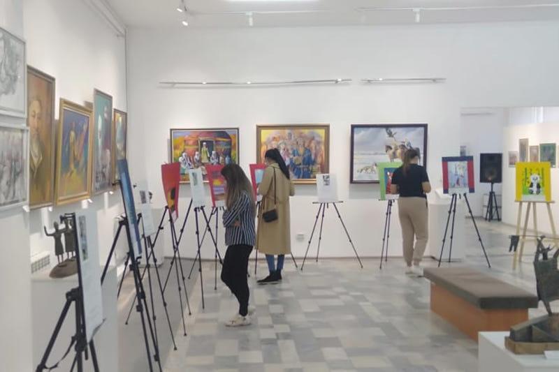 В Актобе прошла выставка работ воспитанников специнтернатов из ЗКО