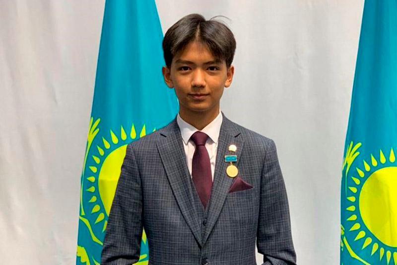 Самый молодой в Казахстане обладатель медали «Халық алғысы» - 17-летний волонтер из Кокшетау