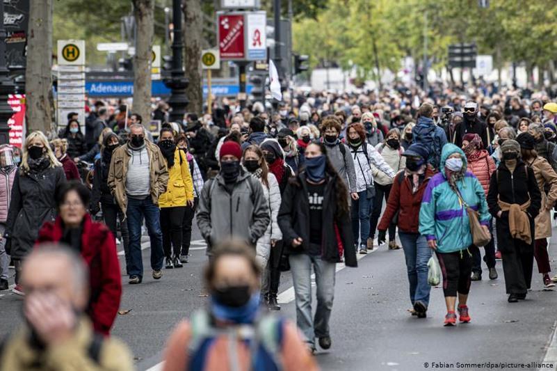 Германия халқы коронавирус 2021 жылы да тарауы мүмкін деп үрейленіп отыр