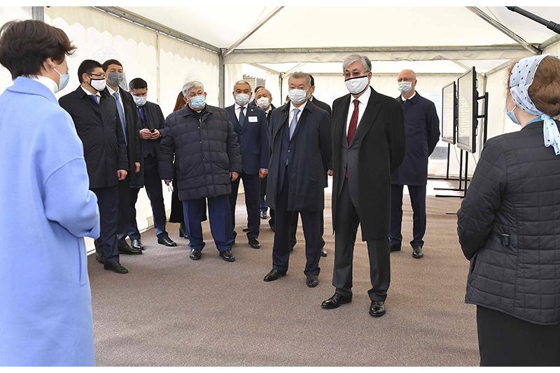 Президент РК посетил микрорайон Карагайлы в Семее