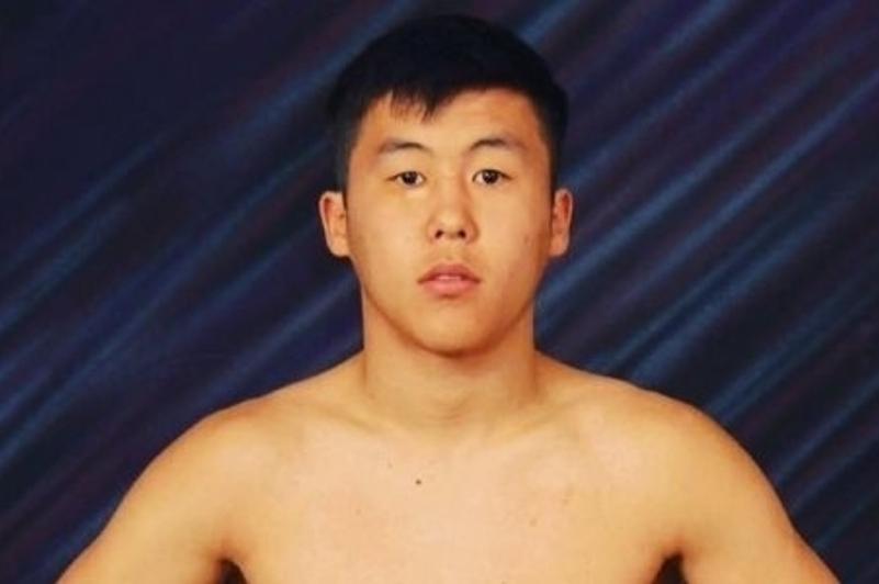 Казахстанец вернулся на ринг спустя четыре года и оформил быстрый нокаут