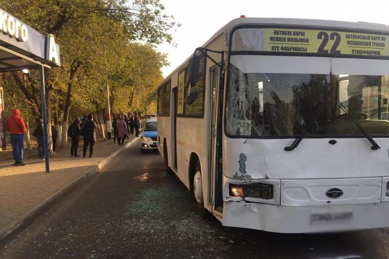 Оралда екі автобус түйісіп, 5 адам жарақат алды